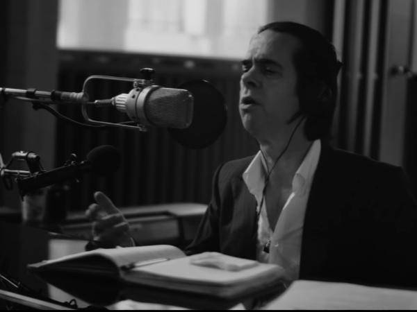 Nick Cave anuncia concierto de voz y piano en streaming