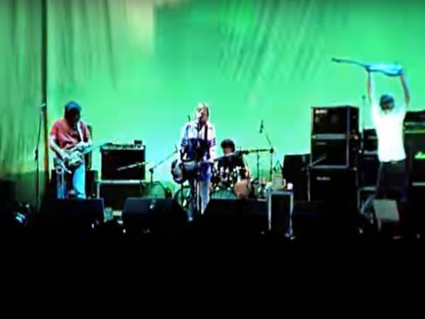 """Mirá horas de conciertos de los 90's con este """"generador automatizado de festivales"""""""